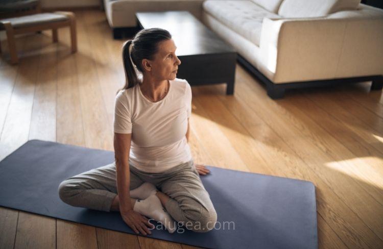 Donna che pratica sport in menopausa